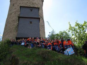 Rheingauer JF vor dem Hexenturm